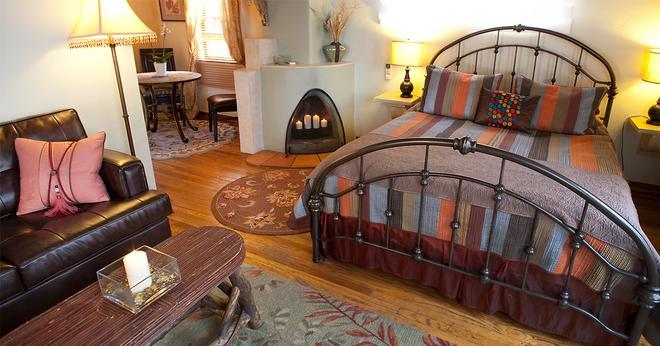 Casa de Tres Lunas/House of Three Moons - Santa Fe - Bedroom