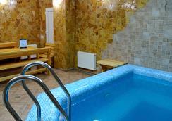 日昇酒店 - 基希訥烏 - 游泳池