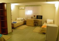 日昇酒店 - 基希訥烏 - 臥室