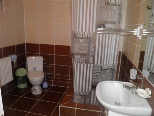 日昇酒店 - 基希訥烏 - 浴室