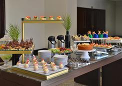 Hotel Deville Business Maringá - Maringá - Buffet