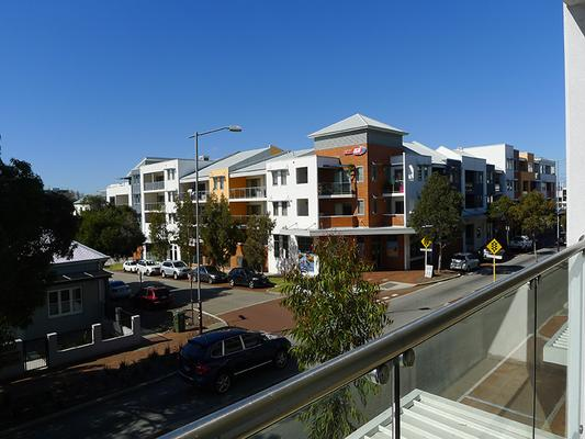 Citylights Hotel - Perth - Balcony