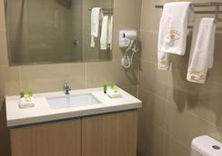Citylights Hotel - Perth - Bathroom