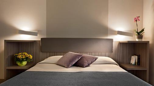 迪澤爾酒店 - 西米歐涅 - 西爾米奧奈 - 臥室