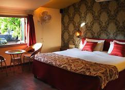 Hotel Malas - Panchgani - Bedroom