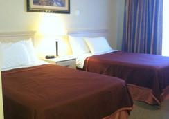 Howard Johnson by Wyndham Marina at Monterey Bay - Marina - Bedroom