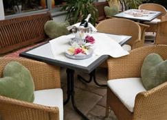Hotel Pension Lindenhof - Prien am Chiemsee - Entrada do hotel