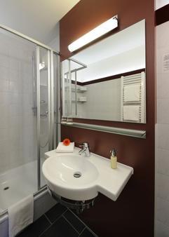 Johannesbad Hotel Phönix - Bad Fuessing - Bathroom