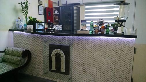 Casa Pellegrino Boutique Hotel - Hollywood - Front desk