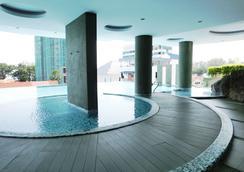 H 住宅飯店 - 檳城喬治市 - 游泳池