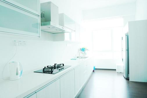 H Residence - George Town - Kitchen