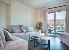 阿爾戈斯托里海濱套房飯店 - 阿爾戈斯托利 - 客廳