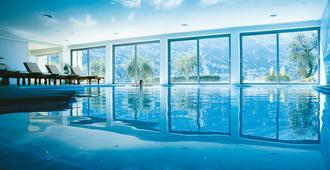 Hotel Maximilian - مالسين - حوض السباحة