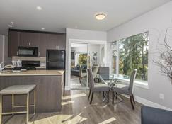 Solo Suites - Victoria - Dining room
