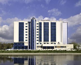 DoubleTree by Hilton Oradea - Oradea - Gebouw