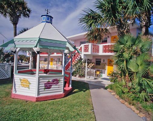 Tropical Manor on the Ocean - Daytona Beach Shores - Patio