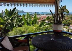 Chez Lorna - Victoria - Balcony