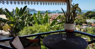 Chez Lorna - 7 Nights Plus - Victoria - Balcony