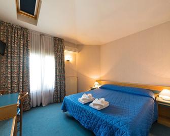 Hotel Nuova Italia - Gozzano - Bedroom