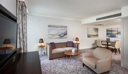Hilton London Croydon - Croydon - Living room