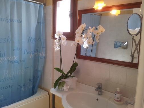 Amazones Village Suites - Hersonissos - Bathroom