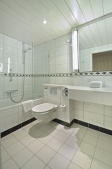 Van der Valk Hotel Antwerpen - Antwerp - Bathroom