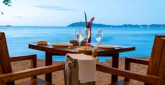 Capitán Suizo Beachfront Boutique Hotel - Tamarindo - Praia