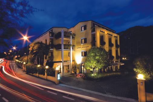 Hotel Santoni Freelosophy - Torbole - Näkymät ulkona