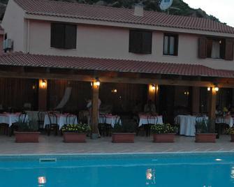 Hotel La Valle Ristorante - Carloforte - Gebouw