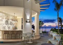 Azul Beach Resort Negril, Gourmet By Karisma - Негріл - Бар