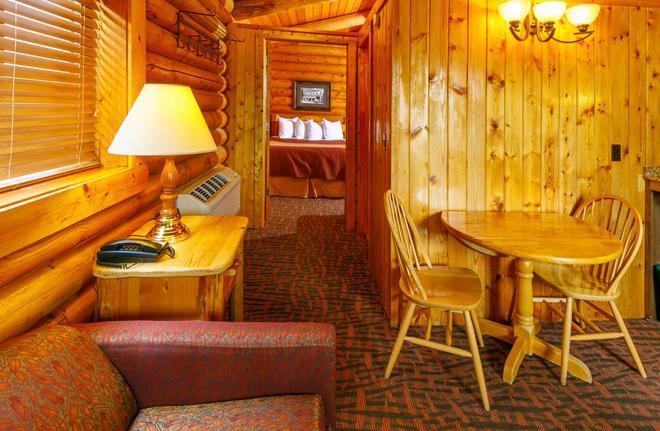 Elk Country Inn - Jackson - Living room