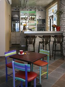 Varad INN Hostel and Cafe - Νόβι Σαντ - Bar