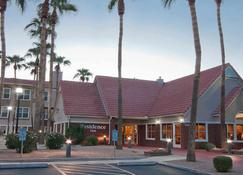 Residence Inn by Marriott Phoenix Chandler/Fashion Center - Chandler - Building