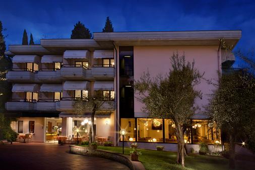 迪澤爾酒店 - 西米歐涅 - 西爾米奧奈 - 建築