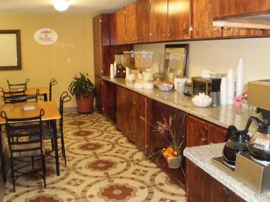 Stay Express Inn & Suites Seaworld/Medical Center - San Antonio - Food