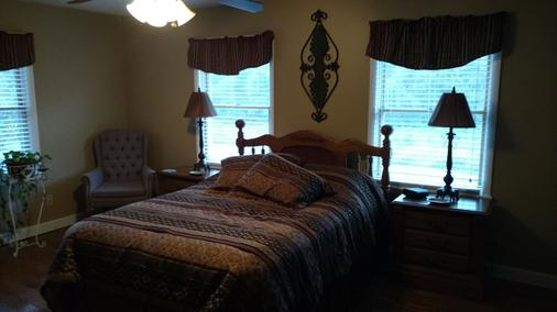 Fall Hollow Bed & Breakfast - Hohenwald - Bedroom