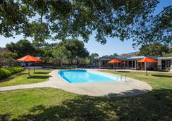 The Blue Sky Lodge - Carmel Valley - Piscina
