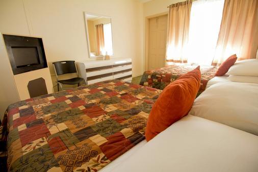 Parkway Inn Airport Motel - Miami Springs - Bedroom