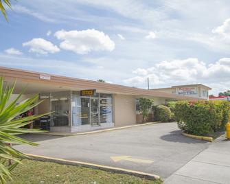 Parkway Inn Airport Motel Miami - Miami Springs - Rakennus