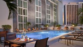 Courtyard By Marriott Miami Downtown - Майами - Бассейн