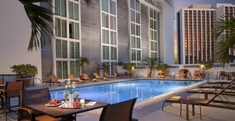 Courtyard By Marriott Miami Downtown - Miami - Pool