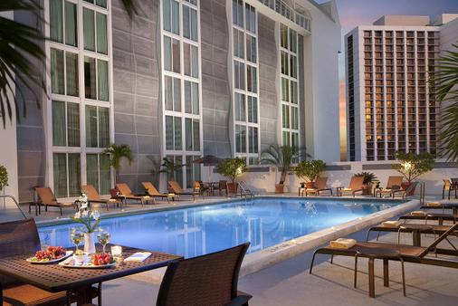Courtyard by Marriott Miami Downtown/Brickell Area - Miami - Pool