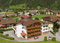Alpenhof Hotel Garni Suprême - Zell am Ziller - Edificio