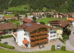 Alpenhof Hotel Garni Suprême - Zell am Ziller - Building
