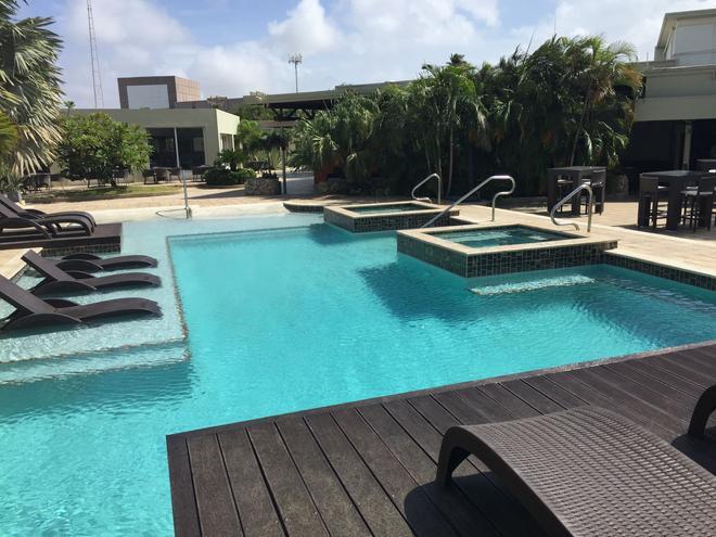 Talk of the Town Hotel & Beach Club - Oranjestad - Pool