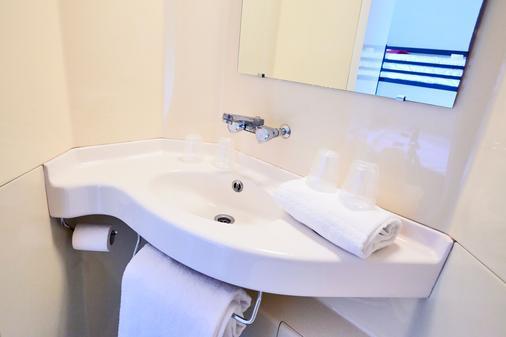 Premiere Classe Cholet - Cholet - Bathroom