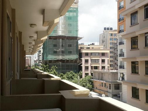 Iris Hotel - Νταρ ες Σαλάμ - Μπαλκόνι