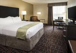 Holiday Inn Wichita East I-35 - Wichita - Makuuhuone