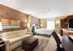 Home2 Suites by Hilton Menomonee Falls Milwaukee - Menomonee Falls - Bedroom