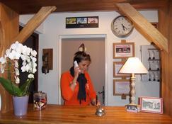 Terminus Hotel Des 3 Vallees - Moûtiers - Front desk